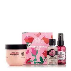 Buy our British Rose Pick Me Up Kit from The Body Shop®. This delicately scented gift set will delight someone special. The Body Shop, Family Christmas Presents, Christmas Gift For You, Body Shop Australia, British Rose, Gifts For Your Sister, Face Mist, Pick Me Up, Eau De Cologne