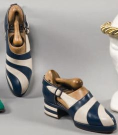 Circa 1940 Ascott navy and white swirl shoes. #vintage #shoes #fashions