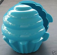 "TUPPERWARE Muffin Cupcake Keeper FORGET ME NOT Blue by Tupperware. $14.95. 4"" High. DISHWASHER SAFE. Works great for Lunches, Work, Camping, and Picnics."