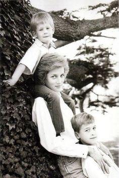 Diana, Princess of Wales * Prince Harry of Wales * Prince William, Duke of Cambridge Princess Diana Family, Royal Princess, Prince And Princess, Princess Of Wales, Lady Diana Spencer, Diana Son, Prince Harry, Prince William And Harry, Prinz Philip