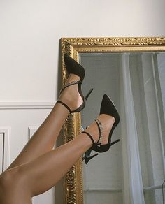 Cartier Rug Cute Shoes, Me Too Shoes, Photographie Portrait Inspiration, High Heels, Shoes Heels, Black Heels, Stiletto Heels, Classy Aesthetic, Sparkly Heels