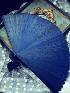 Hand Fans For Home and Wedding Decor - L' Essenziale