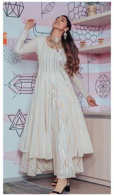 Party Wear Indian Dresses, Pakistani Dresses Casual, Designer Party Wear Dresses, Indian Gowns Dresses, Kurti Designs Party Wear, Dress Indian Style, Indian Fashion Dresses, Indian Wedding Outfits, Pakistani Dress Design
