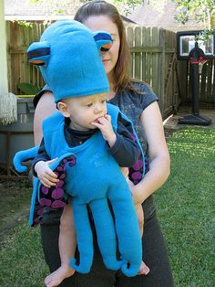 OMG This is a cute costume! Simple octopus baby costume