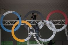 RIO DE JANEIRO, BRAZIL - AUGUST 02: Workmen install a set of Olympic Rings outside a venue at the Olympic Park ahead of the Rio 2016 Olympic Games on August 2, 2016 in Rio de Janeiro, Brazil. The games commence on August 5. (Photo by Chris McGrath/Getty Images)