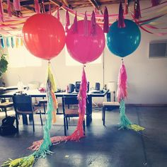 The new look to balloons! I've been loving (and using) these oversized balloons for years- their impact is fabulous! Pinned from| geronimo balloons