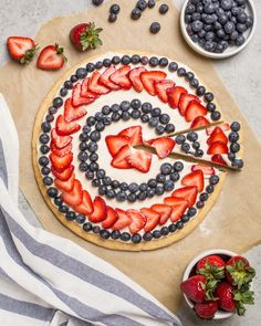 fourth of july dessert pizza | Hellobee