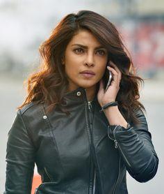 Aujourd'hui je fais le point avec vous sur la série phénomène Quantico qui met à l'honneur l'actrice Priyanka Chopra interprétant Alexandra Parrish. Alors que les 3 premiers épisodes de la deuxième saison ont été diffusés hier soir sur M6 (Mardi 4 Juillet), que sait-on pour le moment ?