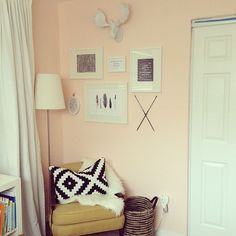 Jess's nursery - Benjamin Moore Whispering Peach - love the wall color mixed with the citron Peach Rooms, Peach Bedroom, Peach Walls, Peach Nursery, White Walls, Feng Shui Interior Design, Room Interior Design, Color Durazno, Benjamin Moore