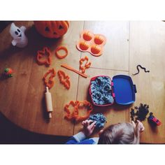 Halloween-ifying our house this afternoon #fallatthecircus