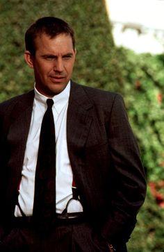 """Kevin Costner en """"El Guardaespaldas"""" (The Bodyguard), 1992                                                                                                                                                      Más"""