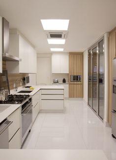 Não gosto dessa cozinha branca, feia e nada charmosa