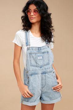 From festival season to everyday casual looks, the Levi's Vintage Shortall Light Wash Denim Overalls are our new go-to! Vintage inspired denim shapes a pocketed bib, plus cuffed shorts with rounded front pockets and back patch pockets. Silver hardware and white logo patches at bib and back. Red logo tag at back.