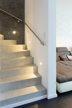 Concrete-look staircase - seamless surfaces smoothed by hand Concrete look design stairs 1 Diy Outdoor Furniture, Diy Furniture Plans, Beton Surface, Home Decor Hooks, Outdoor Cooler, Stairway Decorating, Escalier Design, Modern Stairs, Stair Steps