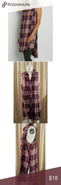 Sleeveless Button Down Tunic NWT plaid button down tunic with hi-low hem. Side slits, collared neck. Pair with leggings or skinny jeans. Size large, 100? rayon. Tops Button Down Shirts