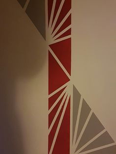 Wall design, red and gray Imagine a career .- design, red and gray Imagine a career so f Bedroom Wall Designs, Bedroom Wall Colors, Bedroom Decor, Corridor Design, Diy Wall Painting, World Of Interiors, Geometric Wall, Hallway Decorating, Red And Grey
