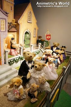 What a cute teddy bear wedding entourage... only at Teddy Bear Museum in Seoul, South Korea! :D
