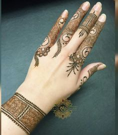 New simple design Finger Henna Designs, Mehndi Designs For Fingers, Mehndi Art Designs, Mehndi Patterns, Latest Mehndi Designs, Bridal Mehndi Designs, Henna Tattoo Designs, Heena Design, Mehandi Henna