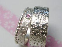 Eheringe Steinstruktur Pink Saphir I Kügelchenring