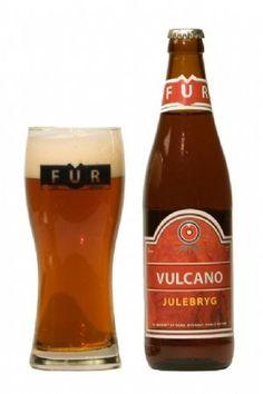 Vulcano Julebryg er en undergæret øl, brygget på de gamle, stolte danske traditioner for stærke højtidsbryg. Smagen er rund og fyldig, brygget til julefrokosten, julestegen og julestemningen.  En af hemmelighederne i FUR øl er det berømte Fur-vand, som er filtreret gennem lag af moler og  vulkansk aske. Derfor har vi valgt det geologiske symbol for vulkaner som mærke på vores øl. ALC. 6,2% vol.