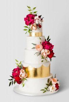 Simple, Elegant, Chic Wedding Cakes ★ simple elegant chic wedding cakes floral cake with gold cake ink Simple Elegant Wedding, Elegant Wedding Cakes, Cool Wedding Cakes, Wedding Cake Designs, Wedding Cake Toppers, Chic Wedding, Elegant Chic, Trendy Wedding, Wedding Ideas