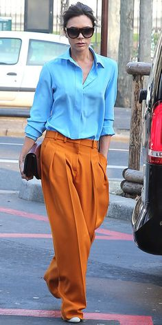 Officially obsessed with Victoria Beckham Mode Victoria Beckham, Victoria Beckham Outfits, Victoria Beckham Fashion, Orange Hose, Her Style, Cool Style, Trendy Style, Trendy Fashion, Outfits