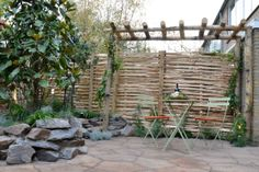Mediterrane sfeer   Eigen Huis & Tuin schuttingschermen van kastanjehout Afl. 18, 20-12-2014