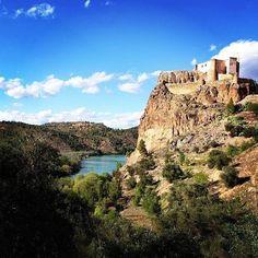 #Cofrentes es mágica. Con su castillo espectacular sobre el río. Ven a conocerla. #Valencia #CruceroFluvial #Turismo #RutasGuiadas
