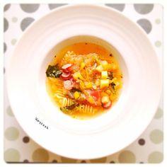 ちょっと夏風邪気味のため、野菜たっぷりのスープでランチ - 26件のもぐもぐ - 今日のお昼はウィンナーのミネストローネ by Kaycook