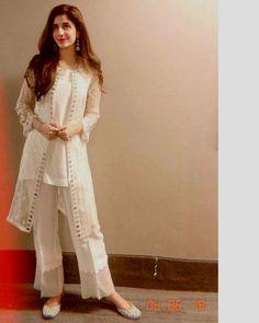 Fancy Dress Design, Stylish Dress Designs, Designs For Dresses, Pakistani Fashion Party Wear, Indian Fashion Dresses, Pakistani Outfits, Eid Outfits, Simple Pakistani Dresses, Pakistani Dress Design