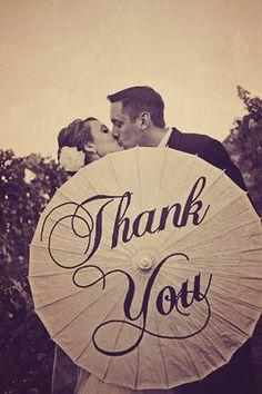 Una foto genial para agradecer a vuestros invitados su asistencia a la boda