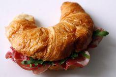 Croissant cu jamon Croissant, Meat, Chicken, Cooking, Breakfast, Recipes, Food, Design, Kitchen