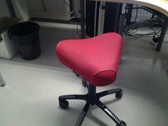 Hyvä ergonomia. Työpaikallamme on hyvä yhteistyö työterveyshuollon kanssa josta saa pyydettäessä asiantuntijan paikalle laittamaan ergonomian kohdalleen ja on mahdollisuus hankkia työpäivää kohentavia laitteita. Chair, Furniture, Home Decor, Homemade Home Decor, Home Furnishings, Interior Design, Home Interiors, Side Chairs, Decoration Home