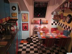 One o'clock, 2 o'clock, 3 o'clock. You've ended your countdown and now is the time to start on creating your retro home decor dream kitchen in true Rockabilly style. Kitchen Themes, Kitchen Decor, Kitchen Ideas, Pantry Ideas, Rockabilly Home Decor, Casa Retro, Diner Decor, Retro Diner, American Diner