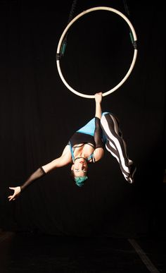 Form, pose and costume coming together for an amazing pic! Tippy Lyra, Rachel Stewart of Esh