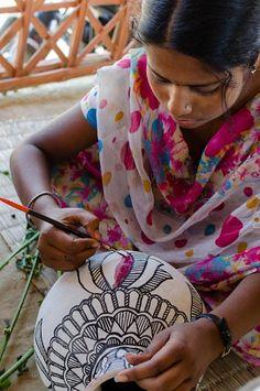 Ever Thought of Using Traditional Madhubani Paintings as Home Decor Madhubani Art, Madhubani Painting, Stencil Painting, Fabric Painting, Pichwai Paintings, Indian Arts And Crafts, Indian Interiors, Potli Bags, Indian Folk Art