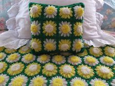 VINTAGE-HAND-CROCHET-YELLOW-WHITE-GREEN-DAISY-FLORAL-AFGHAN-BLANKET-PILLOW