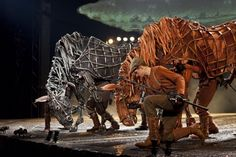 """Fantastic creation of largest puppet horse in play """"War Horse"""""""