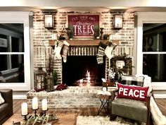 stunning-before-and-after-home-renovation-photos-rustic-farmhouse-beauty-lots-of. - Happy Christmas - Noel 2020 ideas-Happy New Year-Christmas Diy Christmas Fireplace, Farmhouse Christmas Decor, Christmas Mantels, Country Christmas, Christmas Home, Christmas Holidays, Fireplace Ideas, Fireplace Mantle, Christmas Ideas