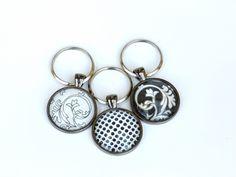 Fekete-fehér üveglencsés kulcstartók, Mindenmás, Kulcstartó, Meska Personalized Items