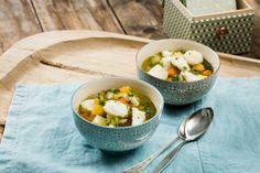 Kutt og kok – få middager er så ukompliserte som en god suppe laget med ferske grønnsaker. Her supplerer torsketerningene det lille ekstra, ...