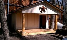Dog house but enclose the entire thing and make 2 rooms so 360 protection in the winter. Diy Dog Kennel, Kennel Ideas, Condo, Dog Rooms, Dog Paintings, Animal House, Dog Houses, The Ranch, Backyard Patio