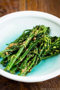 Broccolini Gomaae - Dressed in a savory & nutty sesame sauce, Broccolini Gomaae is a delicious vegetable side dish that goes well with everything. You'd only need 15 min to prepare from start to finish! Healthy Japanese Recipes, Healthy Vegetable Recipes, Asian Recipes, Vegetarian Recipes, Asian Foods, Vegetable Appetizers, Bento Recipes, Game Recipes, French Recipes