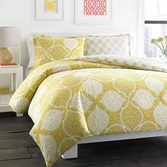 City Scene features trend right bedding that will update your bedroom and your mood. Set includes matching shams. These are a great way to update your room with instant fashion. Layer in coordinating quilts sold separately.