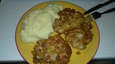 Strapaté kuracie rezne Cauliflower, Mashed Potatoes, Food To Make, Chicken Recipes, Ale, Pork, Cooking Recipes, Meat, Vegetables