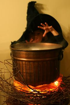 Use a copper pot and some LED lights to make a faux Halloween Cauldron. It even lights up! Such a cute Halloween Decorating Idea! Halloween Prop, Halloween Mantel, Holidays Halloween, Halloween Crafts, Halloween Decorations, Halloween Ideas, Halloween Stuff, Haunted Halloween, Halloween Witches