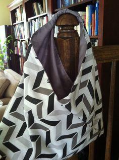 Auf Facebook bin ich Mitglied in einer Naehgruppe, die fleissig die unterschiedlichsten Varianten des Origami Bag naeht. Das Tutorial kommt von jules.Ich liebe die Einfachheit dieses Beutels und d…