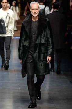 Dolce & Gabbana Fall 2015 Menswear Fashion Show Fashion Brands, Luxury Fashion, Fashion Show, Mens Fashion, Fashion Design, Domenico Dolce & Stefano Gabbana, Mens Fur, Dolce And Gabbana Man, Lakme Fashion Week
