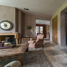 Fresco lime paint from Pure & Original in the color Drift Interior Walls, Interior Design, Lime Paint, Tadelakt, Living Room Paint, Living Rooms, Rustic Cottage, Floor Colors, Rustic Design