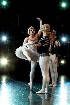 Raffaele Morra, Fernando Gallego of Les Ballets Trockadero de Monte Carlo